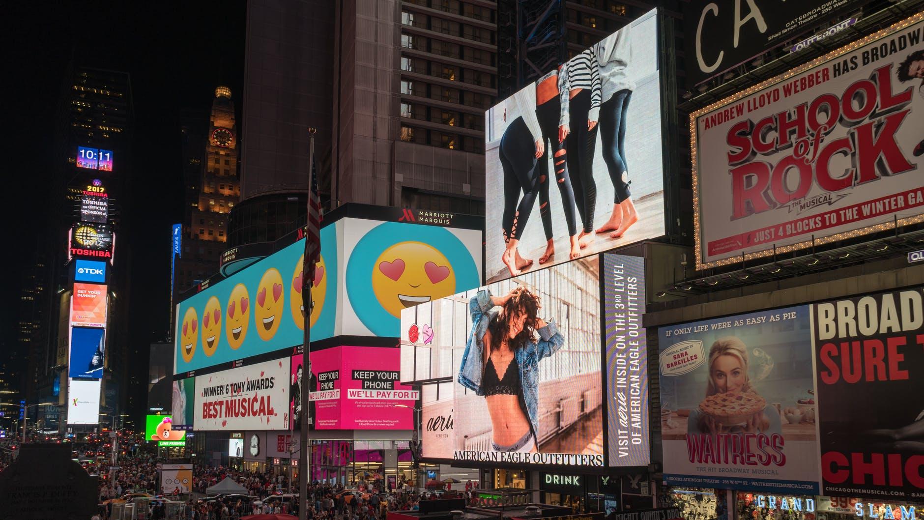 Multinaționalele mențin bugetele de publicitate blocate