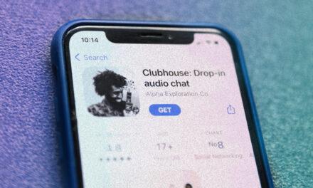Reţeaua de socializare Clubhouse a reuşit mai mult decât dublarea numărului de instalări în 15 zile