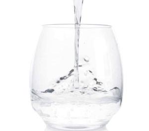 Spune-mi ce apă bei, ca să îți spun cât de sănătos ești!